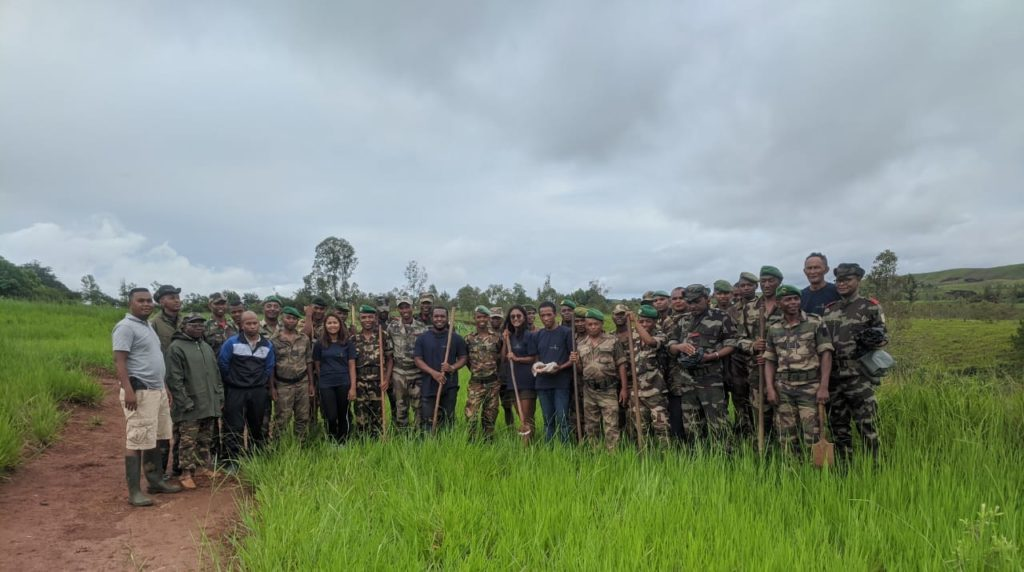 Planting with the help of the National Army of Madagascar